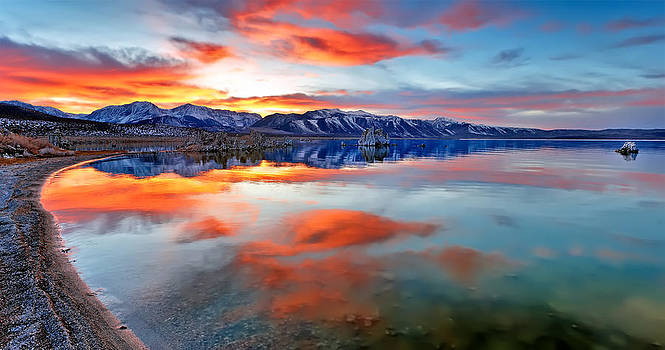Mono Lake Sunset 3 by Tomasz Dziubinski