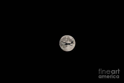 Moon and glider by Mats Silvan