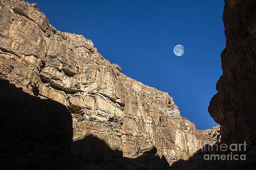 Moon over cliff by Hitendra SINKAR