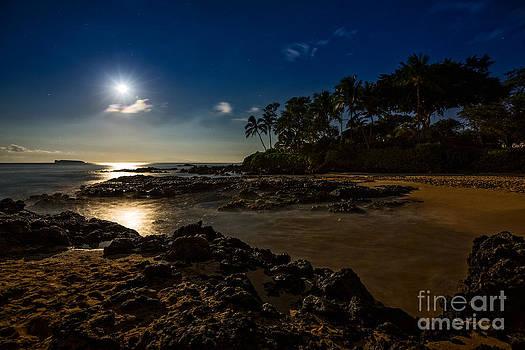 Jamie Pham - Moon over Maui