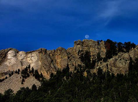 Matthew Winn - Moon Over Rushmore