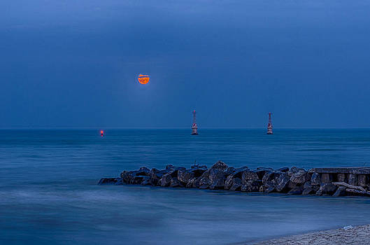 Moon rise by Todd Heckert
