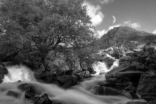 Moonrise in Snowdonia by Andrew Munro