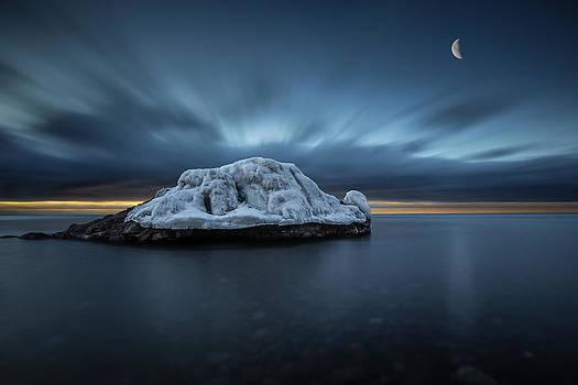 Moonset before Sunrise the Lutsen Rock by Jakub Sisak