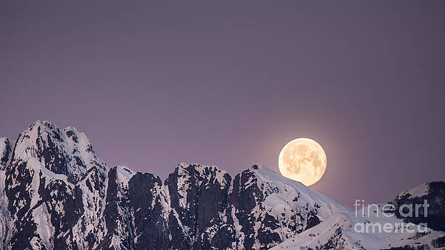 Moonset by Maurizio Bacciarini