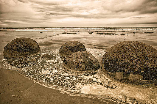 Judith Barath - Moreaki Boulders #3