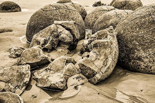 Judith Barath - Moreaki Boulders #5