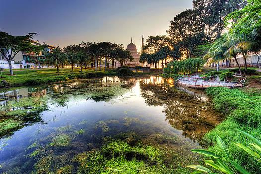 Morning mosque by Mario Legaspi