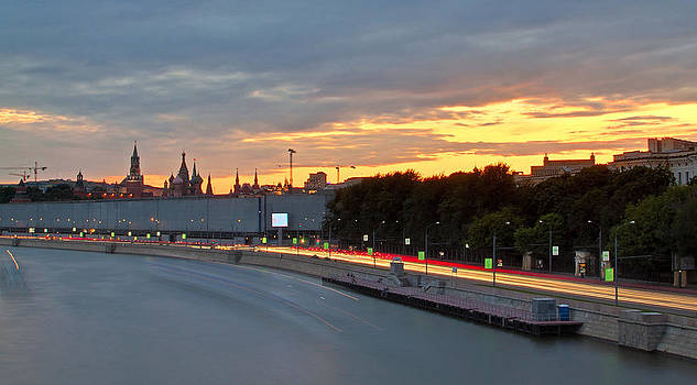 Moscow Kremlin at sunset by Viacheslav Savitskiy