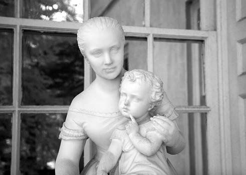 John Cardamone - Mother and Child Statue