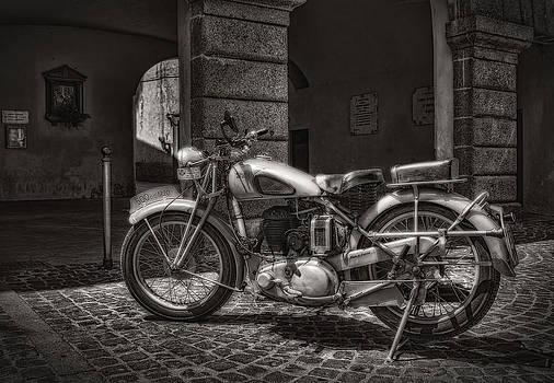 motorcycle BSA 500 by Leonardo Marangi
