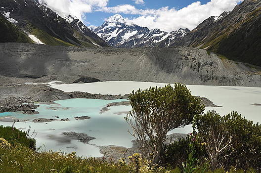 Mount Cook Edmund Hillary home by Tomas Mahring