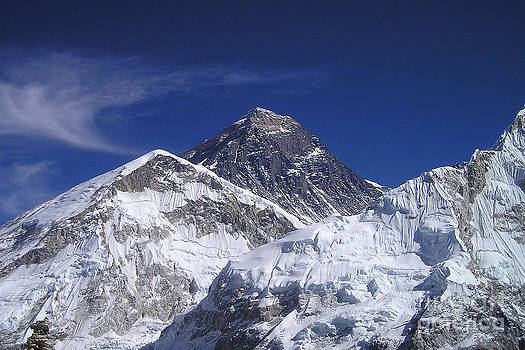 Mount Everest by Jan Wolf