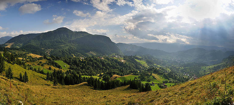 Mountain Panorama by Picturegallery