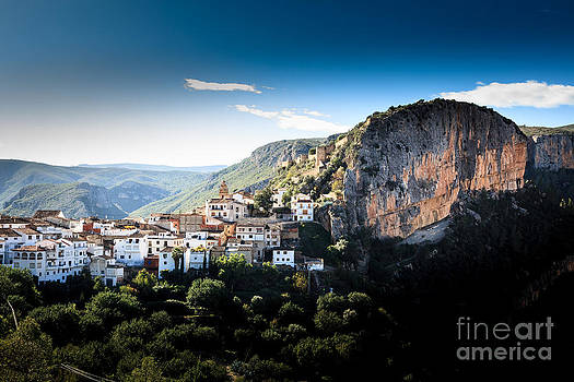 Mountain village of Chulilla nestling alongside a deep gorge in valencia spain by Peter Noyce