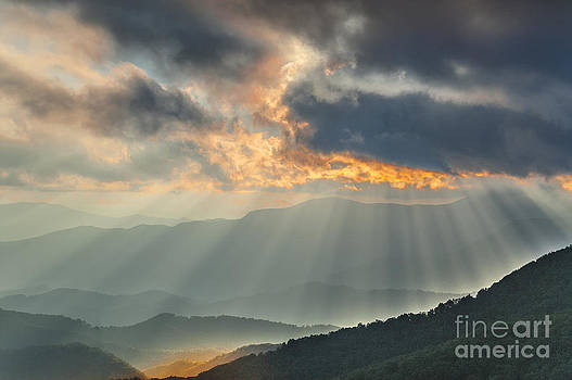 Mountains Light. by Itai Minovitz