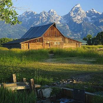 Moulton Barn In Teton Park by Jeffrey Banke