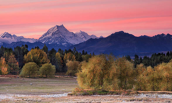 Mt Cook Sunset by Chris Gin