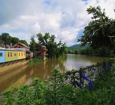 MTBobbins Photography - Muddy River