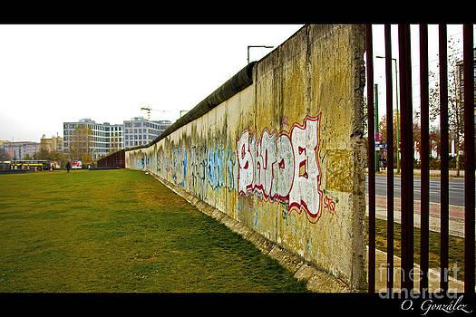 Muro Berlin by Omar Gonzalez