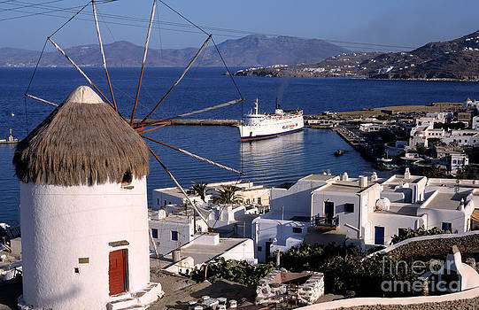 George Atsametakis - Old port in Mykonos