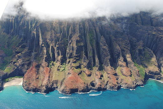Napali Coast in Kauai by Liher Huang