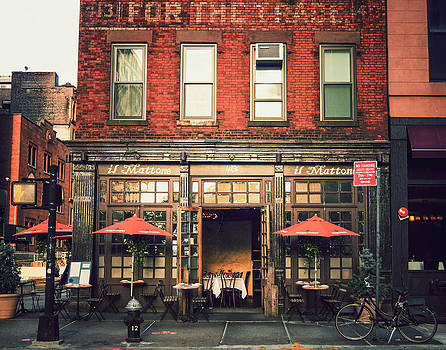 New York City - Cafe in Tribeca by Vivienne Gucwa