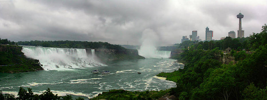 Niagara Falls by Pier Giorgio Mariani
