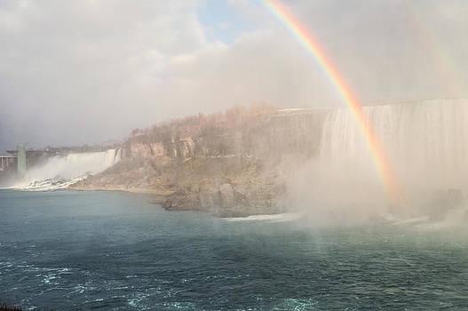 Niagara Falls Rainbow by Garvin Hunter