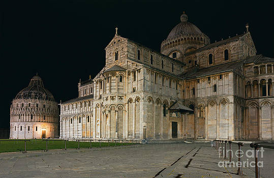 Nightshot of Piazza dei Miracoli in Pisa by Kiril Stanchev