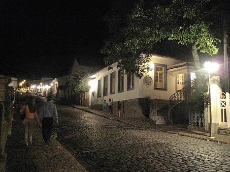 noite em Minas Gerais by Maria Akemi  Otuyama