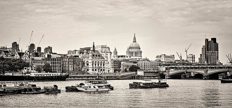 Heather Applegate - North Side of the Thames BW