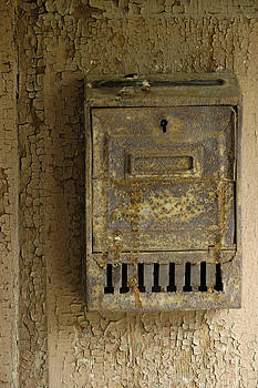 Nostalgia - old and rusty mailbox by Matthias Hauser