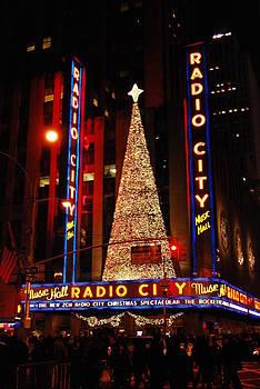 NY Christmas II by Isabella Rocha