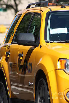 Nyc Taxi by Rogerio Mariani