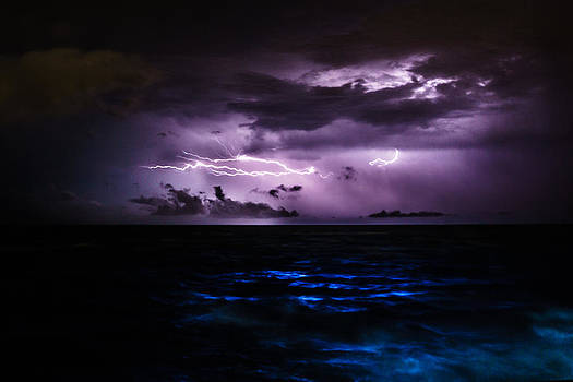 Ocean Lightning by Silken Photography