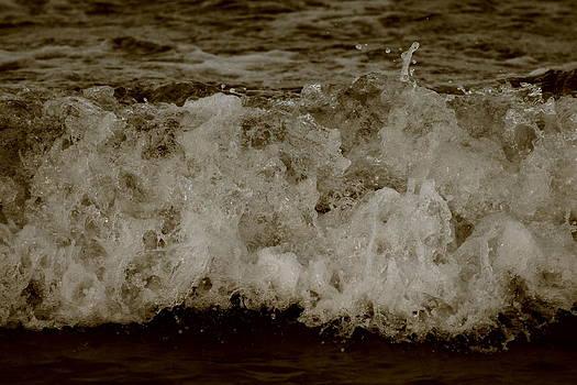 Ocean Waves by Brandi Perry