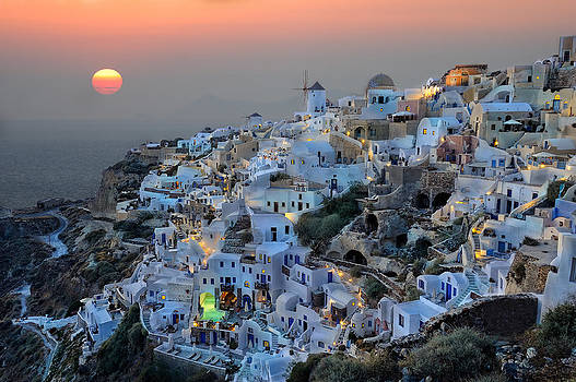Oia sunset by Roman Rodionov