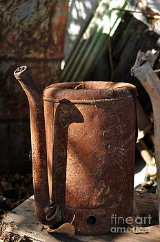 Gwyn Newcombe - Oil Can Picking