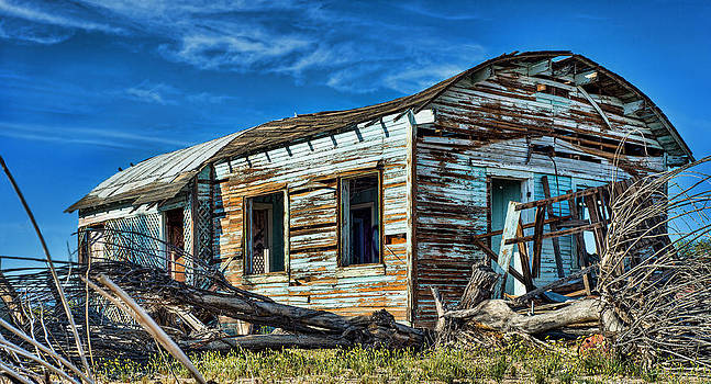Old abandoned house by Kim M Smith