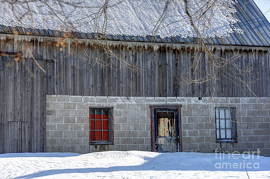 Sophie Vigneault - Old Barn in Winter