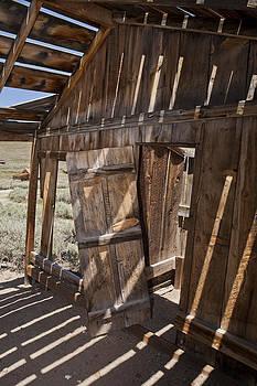 Old Barn by Joel Moranton