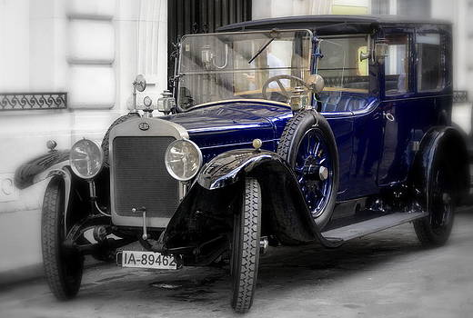 Old  Car  Delage by Riad Belhimer