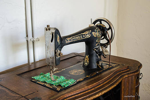 Allen Sheffield - Old Free Sewing Machine