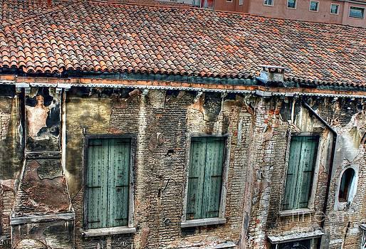 Ines Bolasini - Old House
