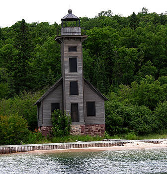 Robert Lozen - OLD LIGHTHOUSE PICTURED ROCKS LAKESHORE