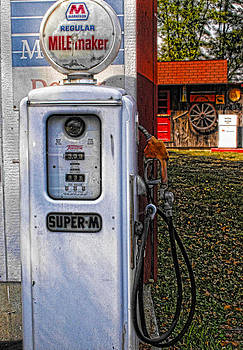Kristie  Bonnewell - Old Marathon Gas Pump