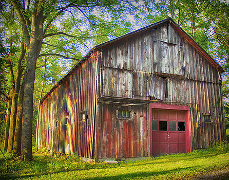 Old Red Barn by Julie Underwood