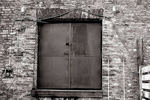 Peter Kallai - Old steel door with wires