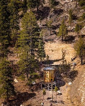 onyonet  photo studios - Old Tank on the Mountain